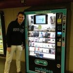 Mobiloso ofrece maquinas expendedoras con complementos de moda móvil.